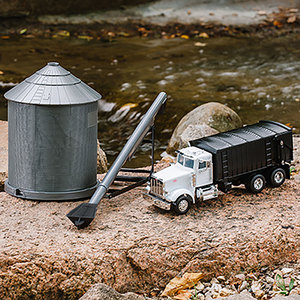 1/32 Semi with Grain Bin Set